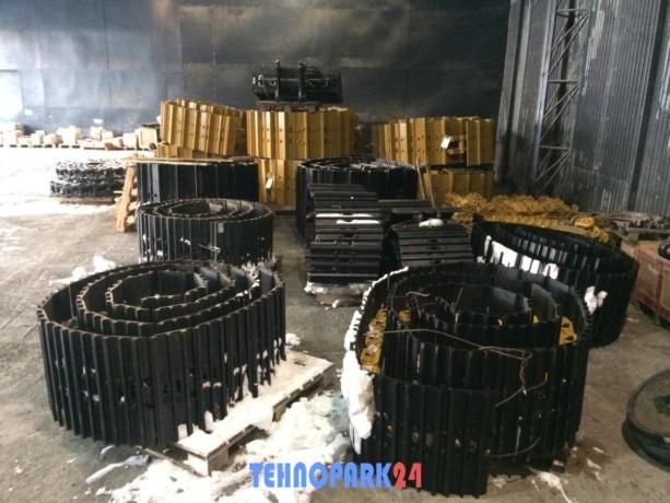 gusenitsa-v-sbore-49-zv-600-mm-21510720-dlya-jcb-js220-big-0